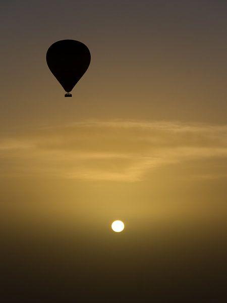Zonsopgang boven de woestijn