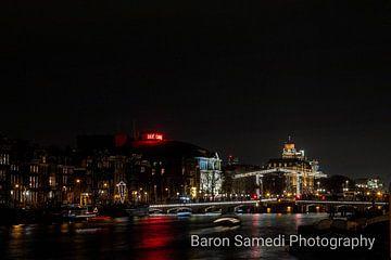 Amsterdam Amstel by night van Michel de Ruijter