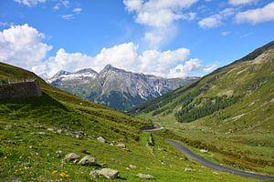 Virages en épingle à cheveux et paysages de montagne sur le Passo Pordoi Italie sur My Footprints