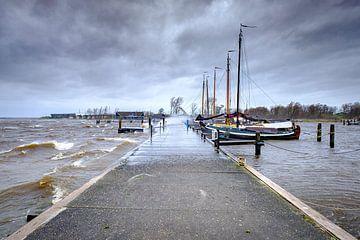 Storm bij het Booze wijf aan het Lauwersmeer in Lauwersoog van Evert Jan Luchies