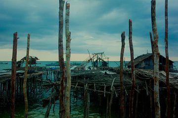 Stilte voor de storm in vissersdorp Indonesië von André van Bel