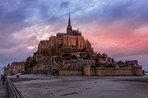 Mont Saint-Michel tijdens zonsondergang van