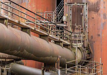 Roestige onderdelen van een ijzerfabriek van Achim Prill