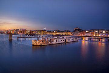 Le bateau de la fête à Berlin sur Iman Azizi