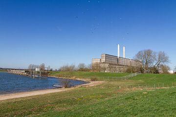 Oude IJsselcentrale Zwolle in landschap von Maike Meuter