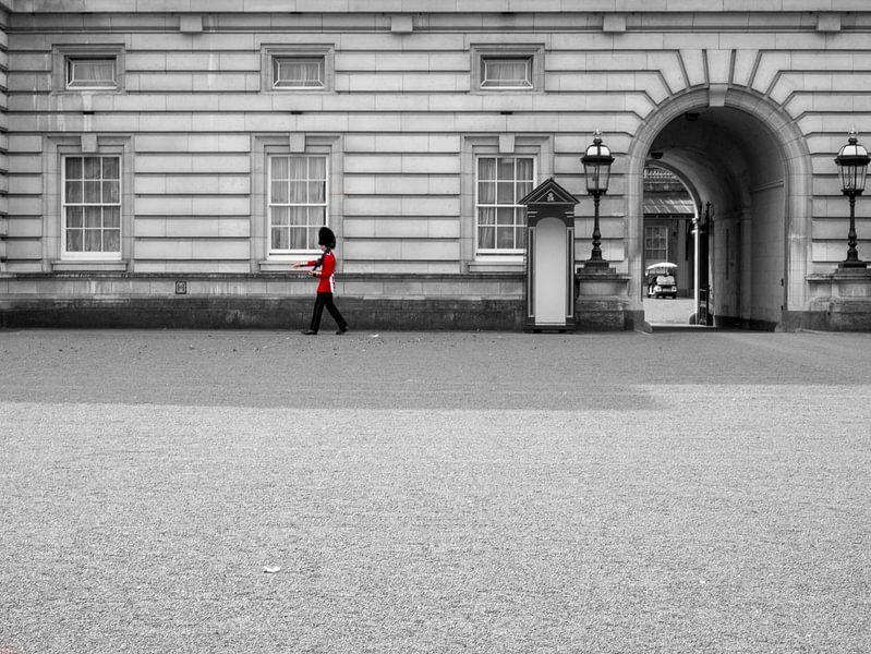 De wacht bij Buckingham Palace van Charlotte Dirkse