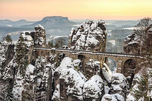 Bastei bridge Saxon Switzerland in winter van Michael Valjak