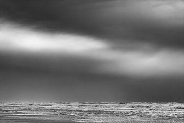 Schwarz Weiß Strand Sturm von Jan Brons