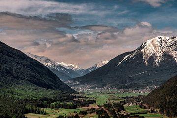 Blick über das Tal. von Ineke Mighorst