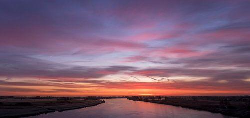De IJssel voor zonsopgang van Erik Veldkamp