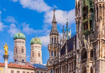 Frauenkirche und Neues Rathaus in München von Werner Dieterich