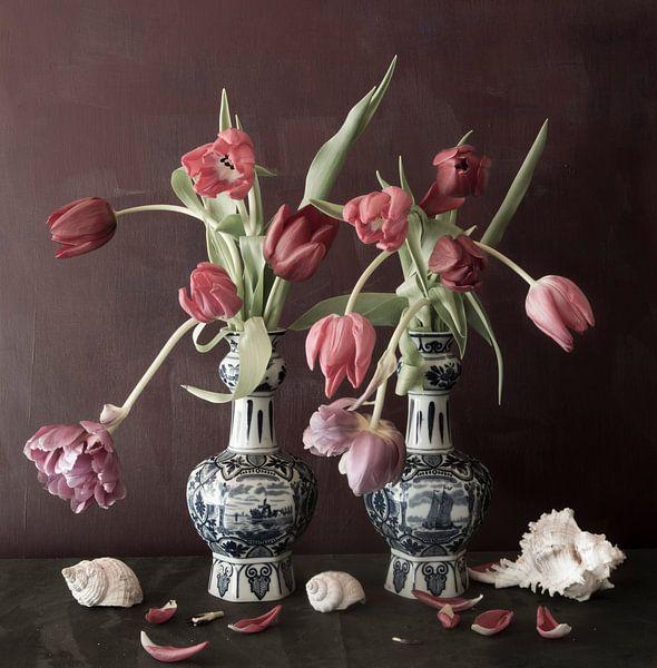 Stilleven met tulpen van Marion Kraus