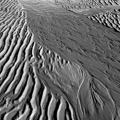 Patronen gevormd door de zee op het strand