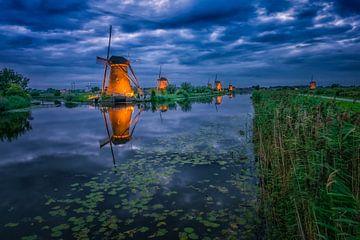 Kinderdijk moulins à vent avec la lumière sur Sander Poppe