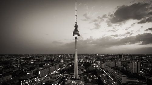 TV Tower Berlin (Black and White) van Alexander Voss