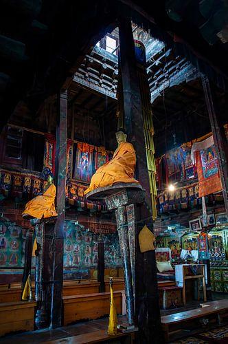 Interieur gebedszaal boeddhistisch klooster