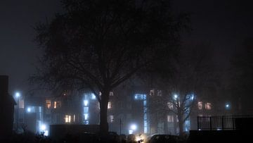 Wohnungen im Nebel von Wouter Bos