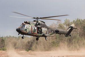 Helikopter in stofwolk