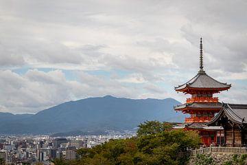 Kiyomizudera tempel met uitzich over Kioto sur Marcel Alsemgeest