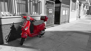 Vespa in Red van