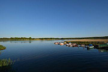 Vissersboten bij de Wreecher See Putbus op het eiland Rügen van GH Foto & Artdesign
