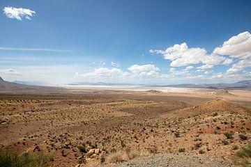 Woestijn met zoutvlakte in Iran van