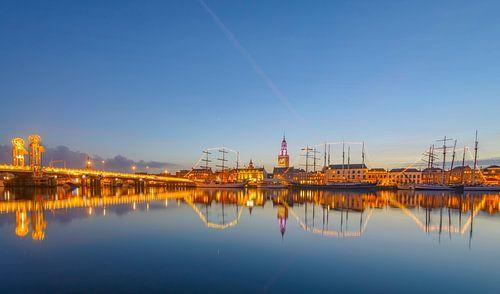 Kampen aan de rivier de IJssel skyline tijdens zonsondergang