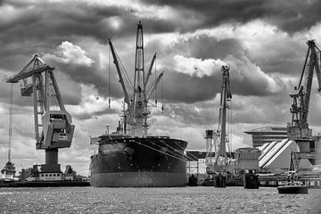 Overslag in de haven van Amsterdam van Studio de Waay