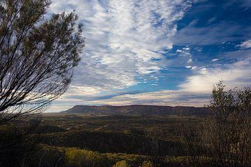 Zonsopkomst over de West MacDonnell Range in centraal Australie van