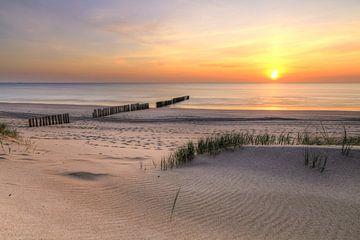 Zonsondergang Hollands strand van FotoBob