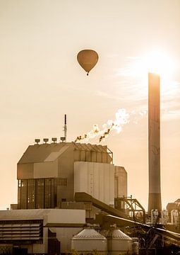 Luchballon boven Electrabel Nijmegen van Henk Verheyen
