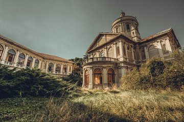 Hôpital / église italienne abandonnée sur Wesley Van Vijfeijken