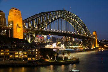 Sydney Harbour Bridge bij zonsondergang von Cathy Janssens