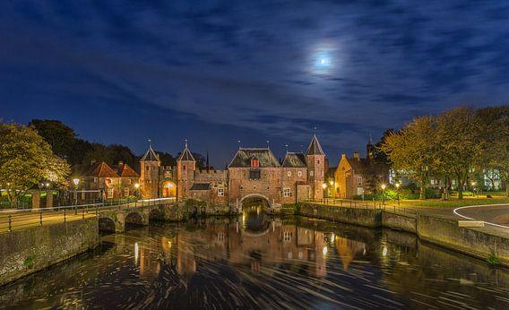 De Koppelpoort in Amersfoort in de avond - 3 van Tux Photography