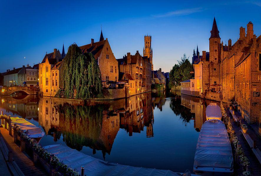 Rozenhoedkaai in Brugge van Roy Poots