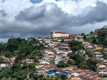 Straße zum Gipfel des Hügels in Brasilien von Hannon Queiroz