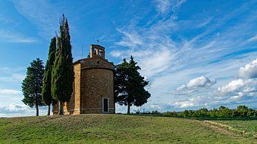 Cappella della Madonna di Vitaleta im Val D'Orcia in der Toskana, Italien von Discover Dutch Nature