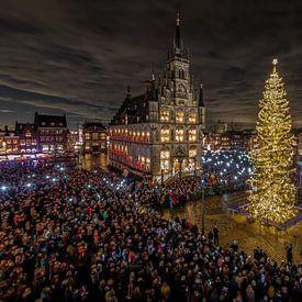 Gouda bij Kaarslicht in Nederland van Gouda op zijn mooist
