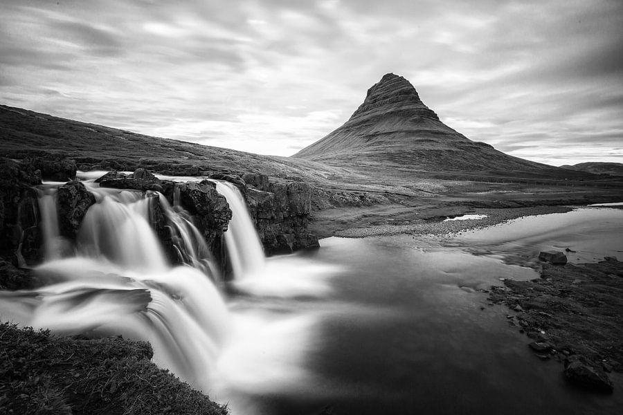 Kirkjufellsfoss in zwart wit