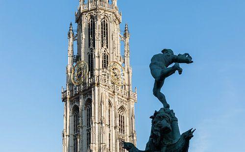 Onze Lieve Vrouwekerk met het Brabobeeld in Antwerpen van MS Fotografie