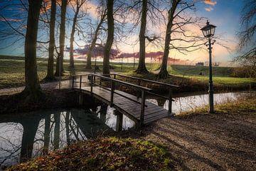 Lange schaduwen bij zonsondergang van Mart Houtman