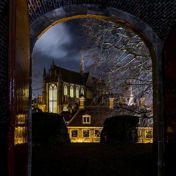 Hooglandse kerk in Leiden in de avond.