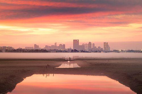 Sonnenaufgang in der Skyline von Rotterdam von Claire Droppert