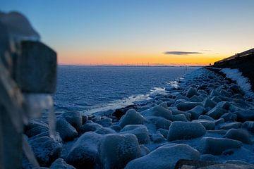 Afsluitdijk congelé au coucher du soleil sur Marnix Pro