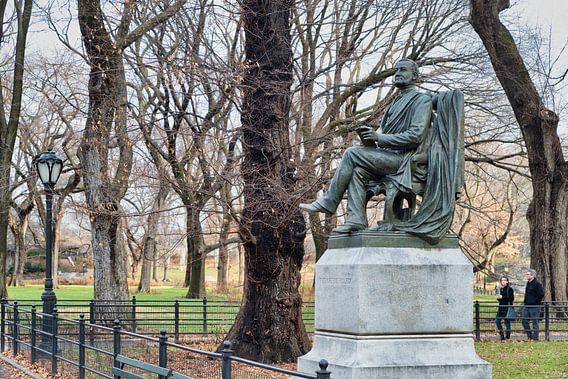 Fitz Greene Halleck Statue (door James Wilson Alexander MacDonald) in Central park New York city dag