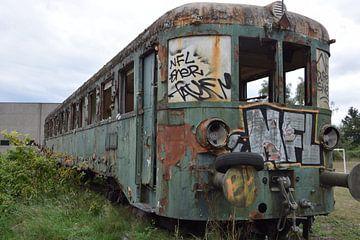 verlassener Zug von Thalita Dumolin