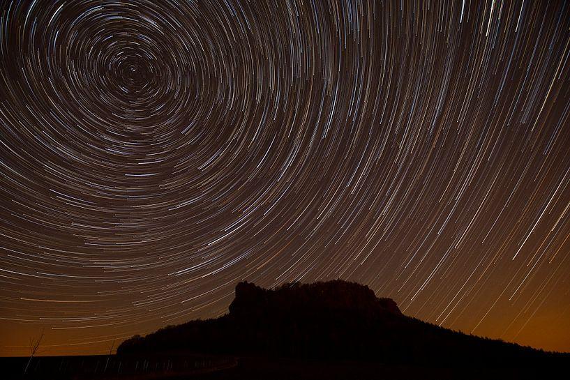 Sternspuren über dem Lilienstein von Daniela Beyer