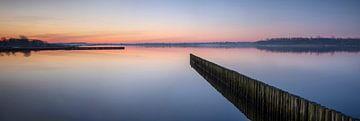 Vlak voor zonsopkomst Lauwersmeer van Arjen Roos