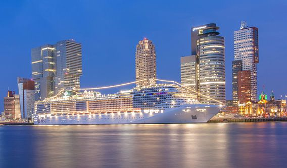 MSC Splendida in Rotterdam van Ilya Korzelius