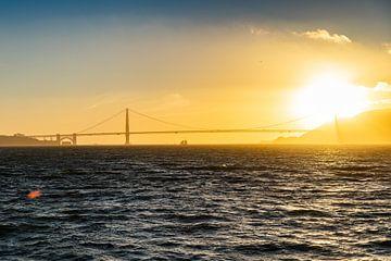 Golden Gate Bridge - zonsondergang van Martijn Bravenboer
